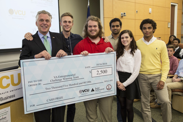 Students win $2500